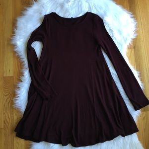 Beautiful Ribbed  Burgundy Flowing Dress Small